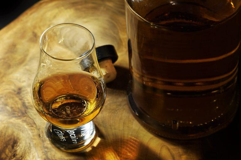 Whisky: Vše, co o ní potřebujete vědět
